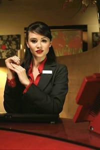 Emma Pierson as Anna Jones
