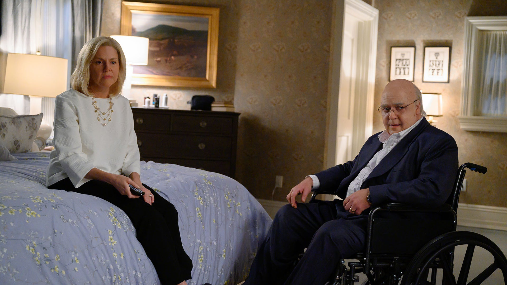 Sienna Miller as Elizabeth Ailes and Russell Crowe as Roger Ailes in The Loudest Voice