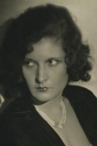 Evelyn Brent as Teresa, nursing sister
