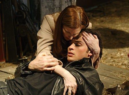 "Smallville - "" Crimson"" - Annette O'Toole as Martha Kent, Tom Welling as Clark Kent"