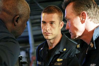 "Last Resort - Season 1 - ""Pilot"" - Andre Braugher, Scott Speedman and Robert Patrick"