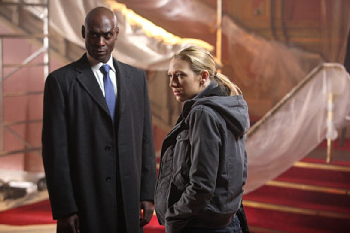 "Fringe - Season 2 - ""Over There"" - Lance Reddick and Anna Torv"