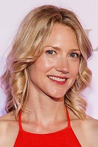 Sonja Bennett as Vanessa