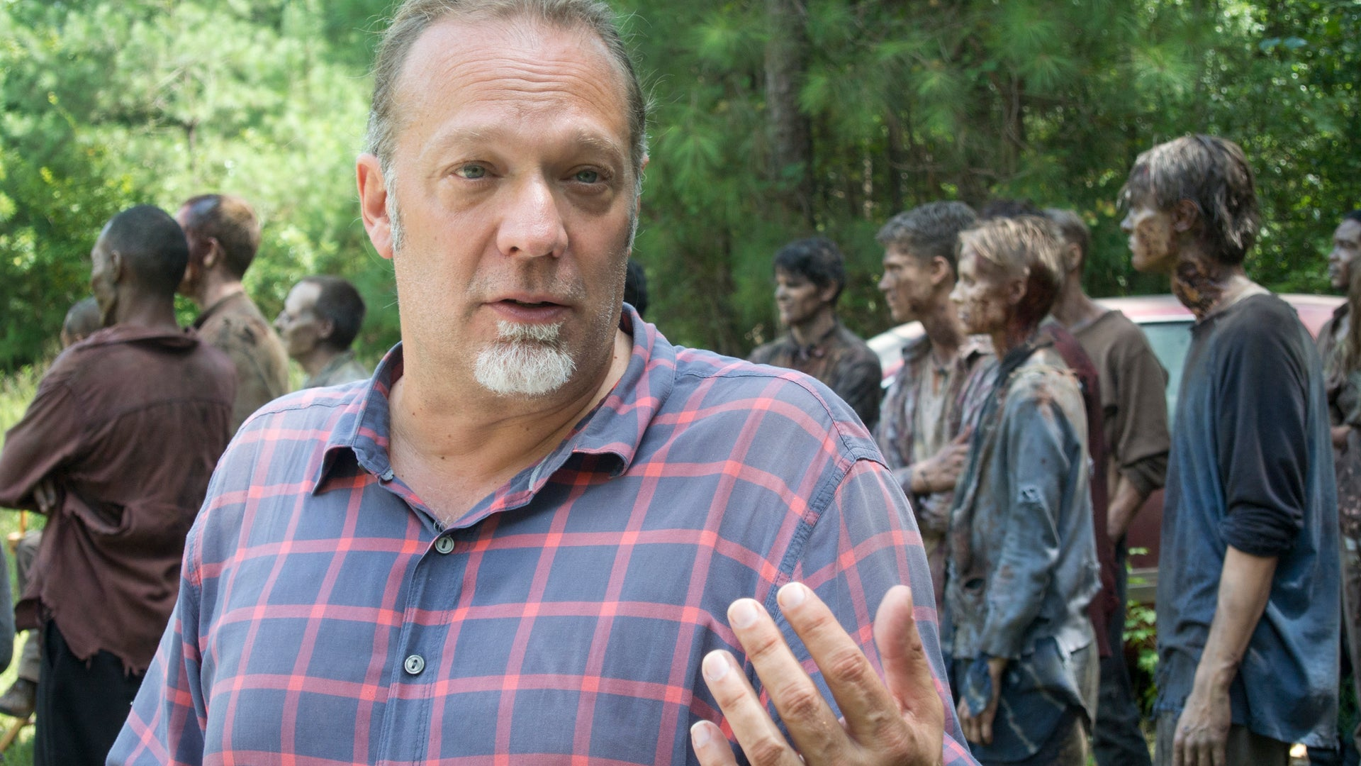 CoExecutive Producer/SFX Makeup Supervisor Greg Nicotero and Walkers, The Walking Dead - Season 4, Episode 9