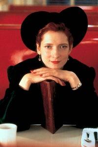 Glenne Headly as Elizabeth