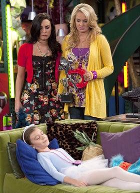 "Sonny With A Chance - Season 2 - ""Dakota's Revenge"" - Demi Lovato, Tiffany Thornton and G. Hannelius"