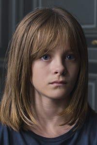 Fantine Harduin as Eve Laurent