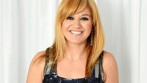 Kelly Clarkson Is Engaged