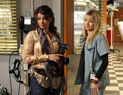 "ER - ""Photographs and Memories"" - Annabella Sciorra as Diana Moore, Linda Cardellini as Samantha Taggart"