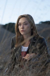 Annabelle Stephenson as Sara Munello