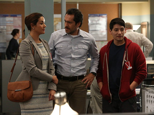 "The Bridge - Season 1 - ""Rio"" - Catalina Sandino Moreno as Alma Ruiz, Demian Bichir as Marco Ruiz, Carlos Pratts as Gus Ruiz"
