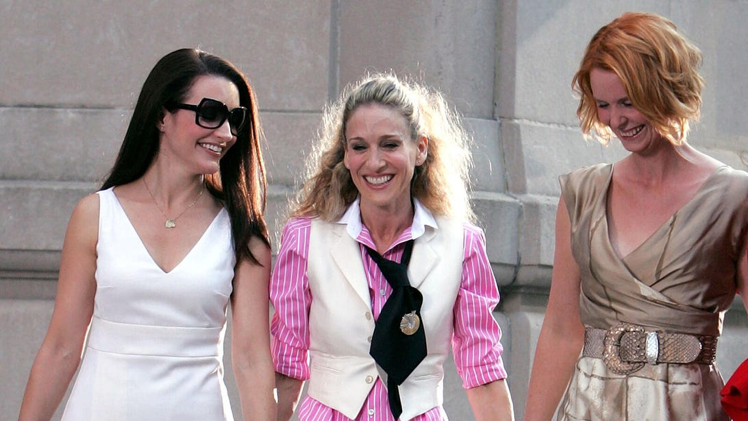 Kristin Davis, Sarah Jessica Parker, and Cynthia Nixon on the set of Sex and the City: The Movie