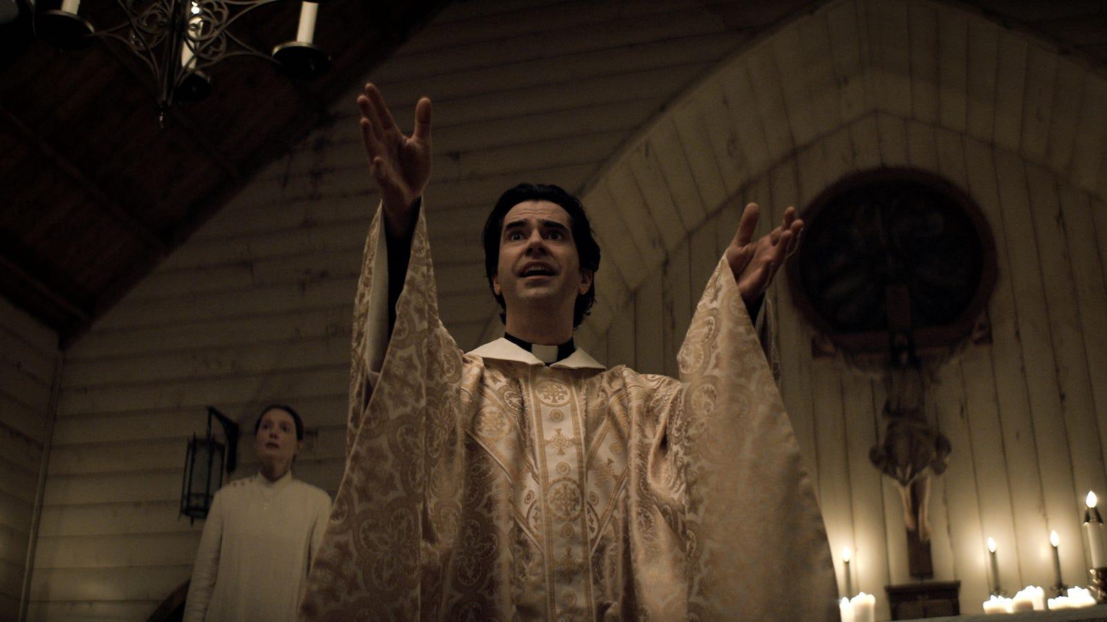 Hamish Linklater, Midnight Mass