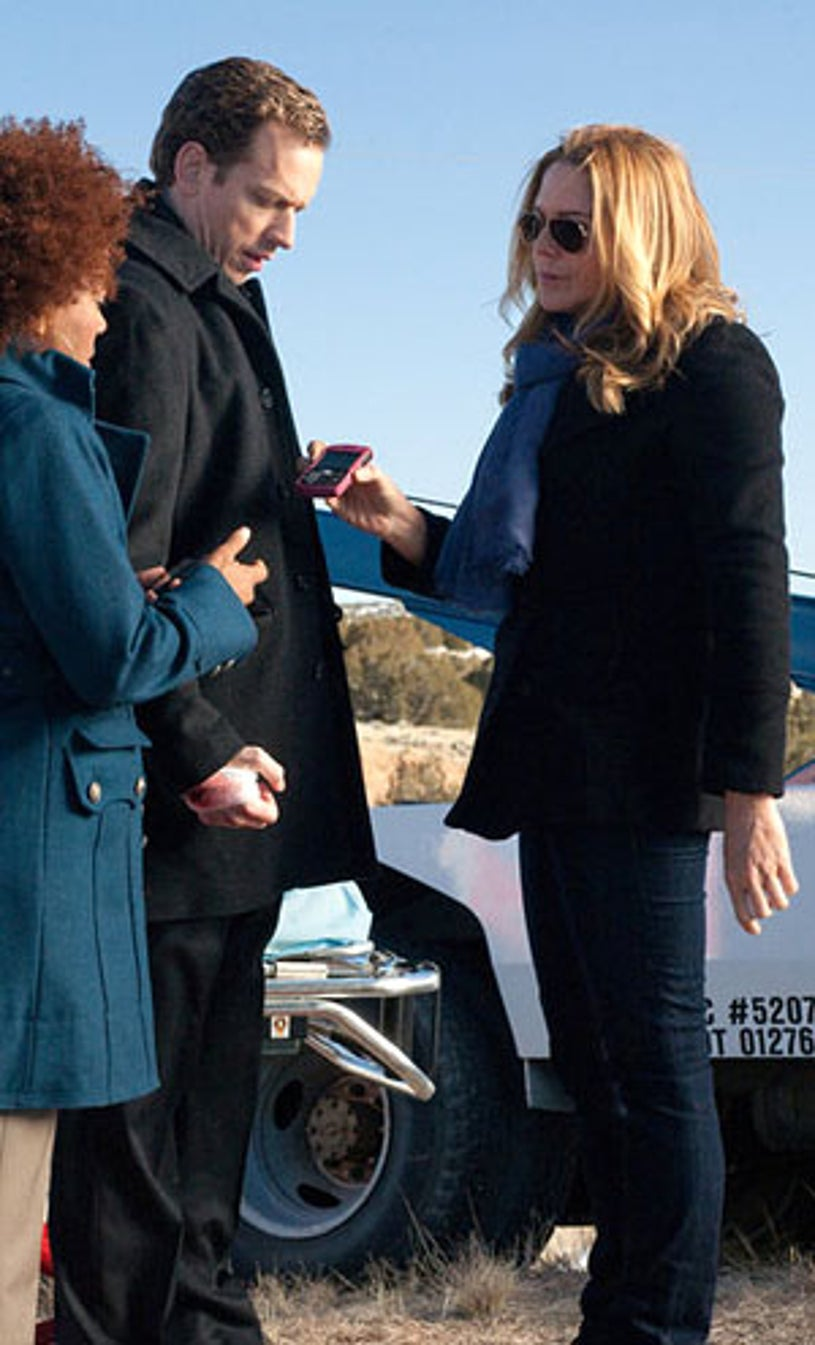"""In Plain Sight - Season 4 - """"Love in the Time of Colorado"""" - John Asher as Jimmy Hart and Mary McCormack as Mary Shannon"""