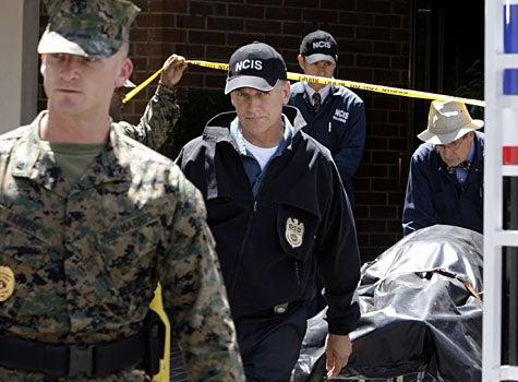 """NCIS - Season 6, """"Collateral Damage"""" - Mark Harmon as Gibbs, David McCallum as Ducky"""