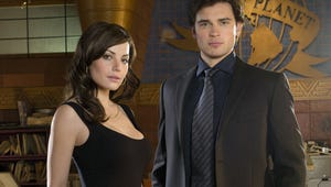 Smallville's Erica Durance and Tom Welling Tease a Sneak Peek of Their Crisis on Infinite Earths Reunion