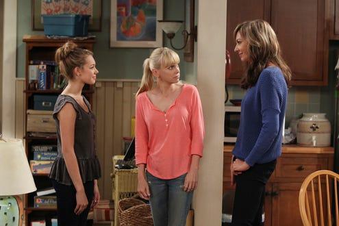 "Mom - Season 1 - ""A Pee Stick and an Asian Raccoon"" - Sadie Calvano, Anna Faris, Allison Janney"