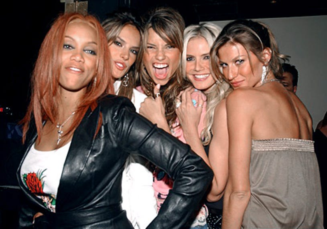"Tyra Banks, Alessandra, Adriana Lima, Heidi Klum and Gisele Bundchen - ""Angels Across America"" in Las Vegas - Nov. 2004"