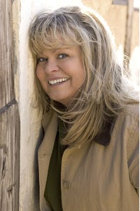 Sally Struthers as Babette Dell
