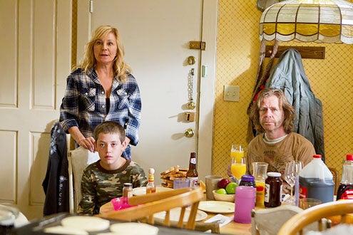 "Shameless - Season 2 - ""Hurricane Monica"" - Chloe Webb, Ethan Cutkosky and William H. Macy"
