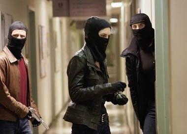 "V - Season 2 - ""Uneasy Lies the Head"" - Joel Gretsch, Elizabeth Mitchell, Charles Mesure"