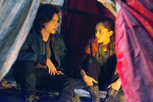"""The 100 - Season 1 - """"His Sister's Keeper"""" - Thomas McDonell and Lindsey Morgan"""