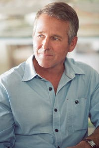 Timothy Bottoms as Irwin