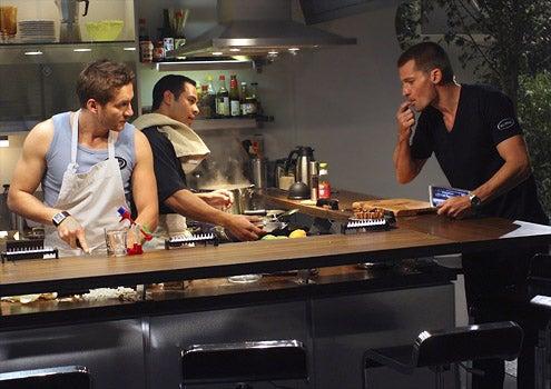Virtuality - Nikolaj Coster-Waldau as Commander Pike, Jose Pablo Cantillo as Manny and Gene Farber as Val