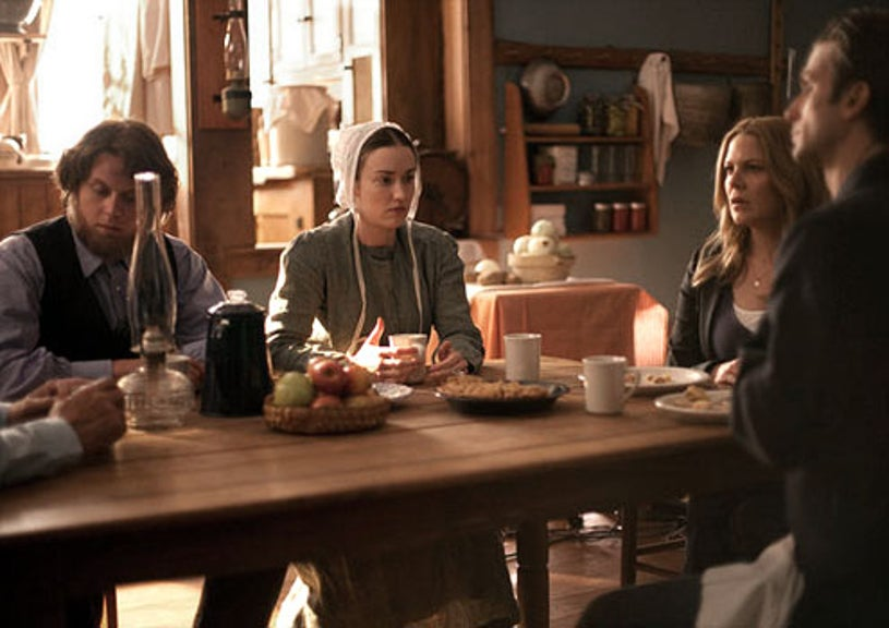 """In Plain Sight - Season 4 - """"Something A-Mish"""" - Bill Magnussen as Jonathan, Ashley Johnson as Sarah, Mary McCormack as Mary Shannon and Frederick Weller as Marshall Mann"""