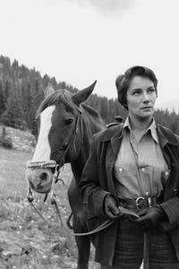 Doris Dowling as Aunt Martha