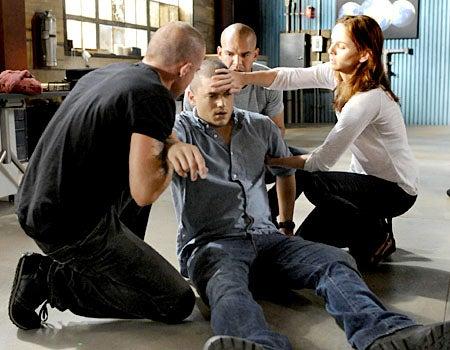 "Prison Break - Season 4, ""The Legend"" - Dominic Purcell as Lincoln, Wentworth Miller as Michael, Amaury Nolasco as Sucre, Sarah Wayne Callies as Sara"