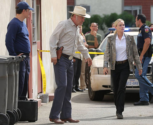 """The Bridge - Season 1 - """"The Beetle"""" - Ted Levine as Lt. Hank Wade, Diane Kruger as Sonya Cross"""