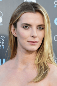 Betty Gilpin as Carrie Roman