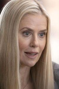 Kelly Deadmon as Leslie