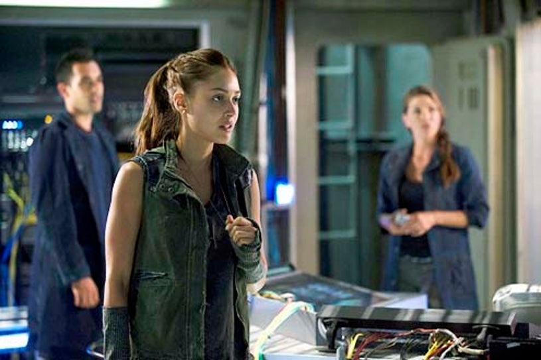 """The 100 - Season 1 """"Earth Skills"""" - Sachin Sahel, Lindsey Morgan and Paige Turco"""
