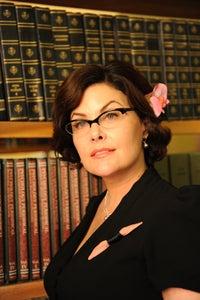 Sherilyn Fenn as Sasha