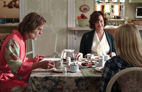 Shameless - Season 1 - William H. Macy as Frank Gallagher, Joan Cusack as Sheila and Laura Slade Wiggins as Karen