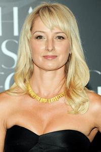 Katherine LaNasa as Caryn