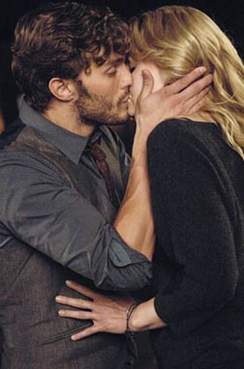 """Once Upon a Time - Season 1 - """"The Heart is a Lonely Hunter"""" - Jamie Dornan, Jennifer Morrison"""