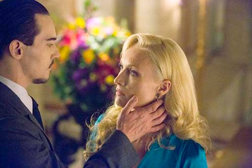 """Dracula - Season 1 - """"Come To Die"""" - Jonathan Rhys Meyers and Victoria Smurfit"""