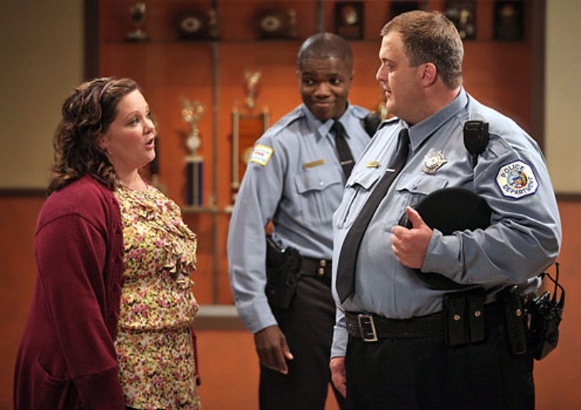 """Mike & Molly - Season 1 - """"Pilot"""" - Melissa McCarthy as Molly Flynn and Billy Gardell as Mike Biggs"""