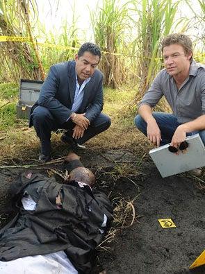 "The Glades - Season 1 - ""Mucked Up"" - Carlos Gomez as Carlos Sanchez and Matt Passmore as Jim Longworth"