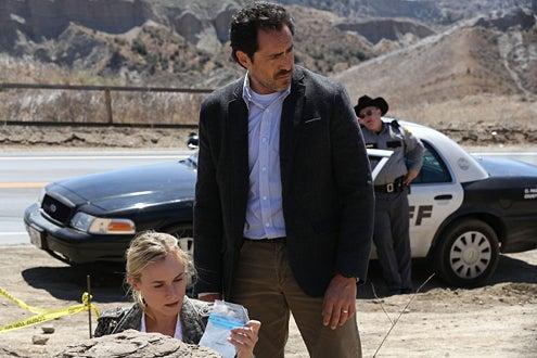 The Bridge - Season 1 - Diane Kruger, Demian Bichir