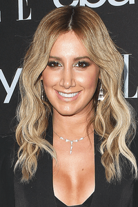 Ashley Tisdale as Attractive Woman