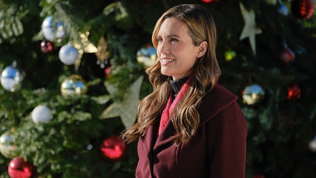 Hallmark Christmas Movies 2021: Full List and Schedule for Hallmark's 41 New Movies