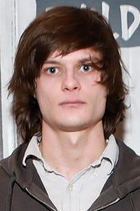Charlie Tahan as Ben Burke