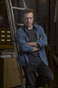 Fredric Lehne as Chief Ray Riddle
