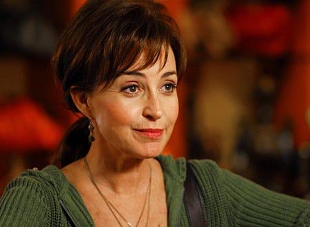 Queen Sized - Annie Potts as Joan Baker