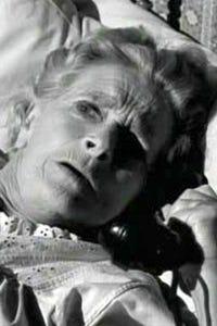 Gladys Cooper as Mrs. Palmer