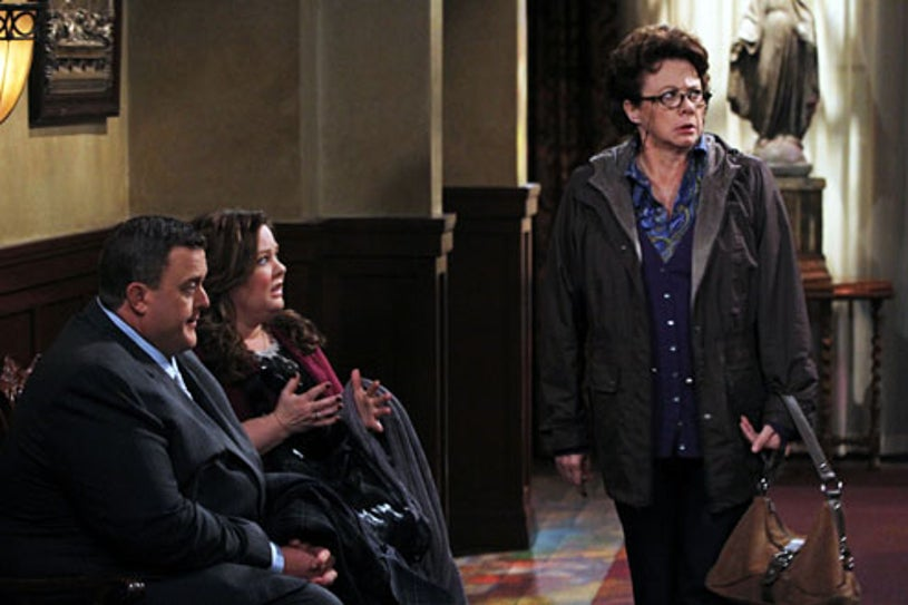 """Mike & Molly - Season 2 - """"Molly Can't Lie"""" - Billy Gardell, Melissa McCarthy, Rondi Reed"""